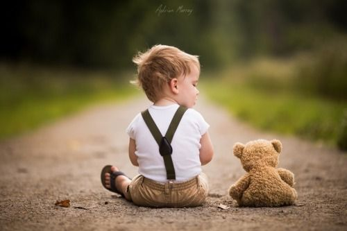 Pieni poika ja nalle