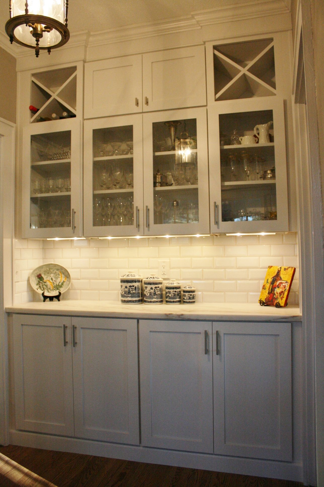 Koch Classic Cabinetry Savannah White Doors With Clear Glass Doors White Ikea Kitchen White Kitchen Paint Classic Cabinets