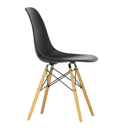 Eames Plastic Side Chair DSW Ahorn, Vitra | AmbienteDirect