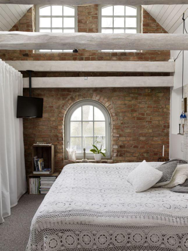 Un\'incantevole camera da letto in #mansarda   Dormire in mansarda ...