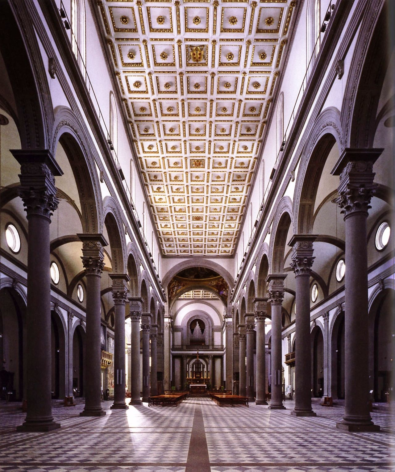 Basilica of san lorenzo florence by filippo brunelleschi for Interior iglesia san lorenzo brunelleschi