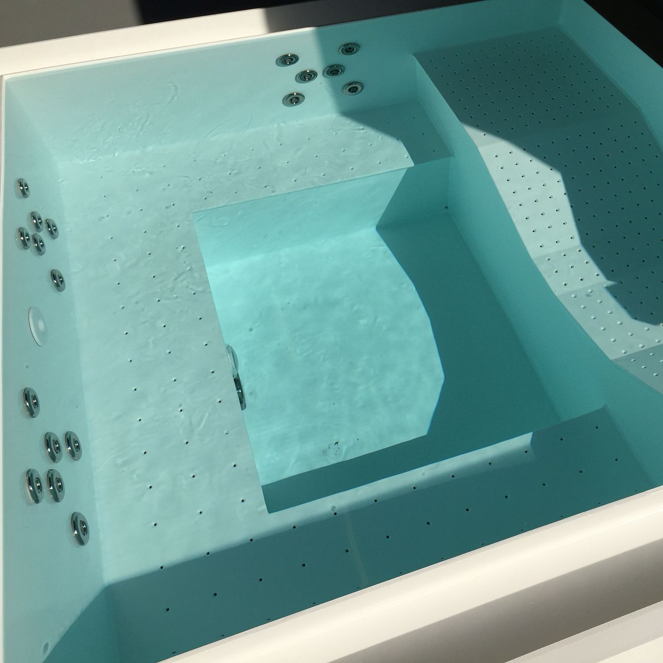 Custom-made jacuzzi. Almost all options are possible. Material from ...