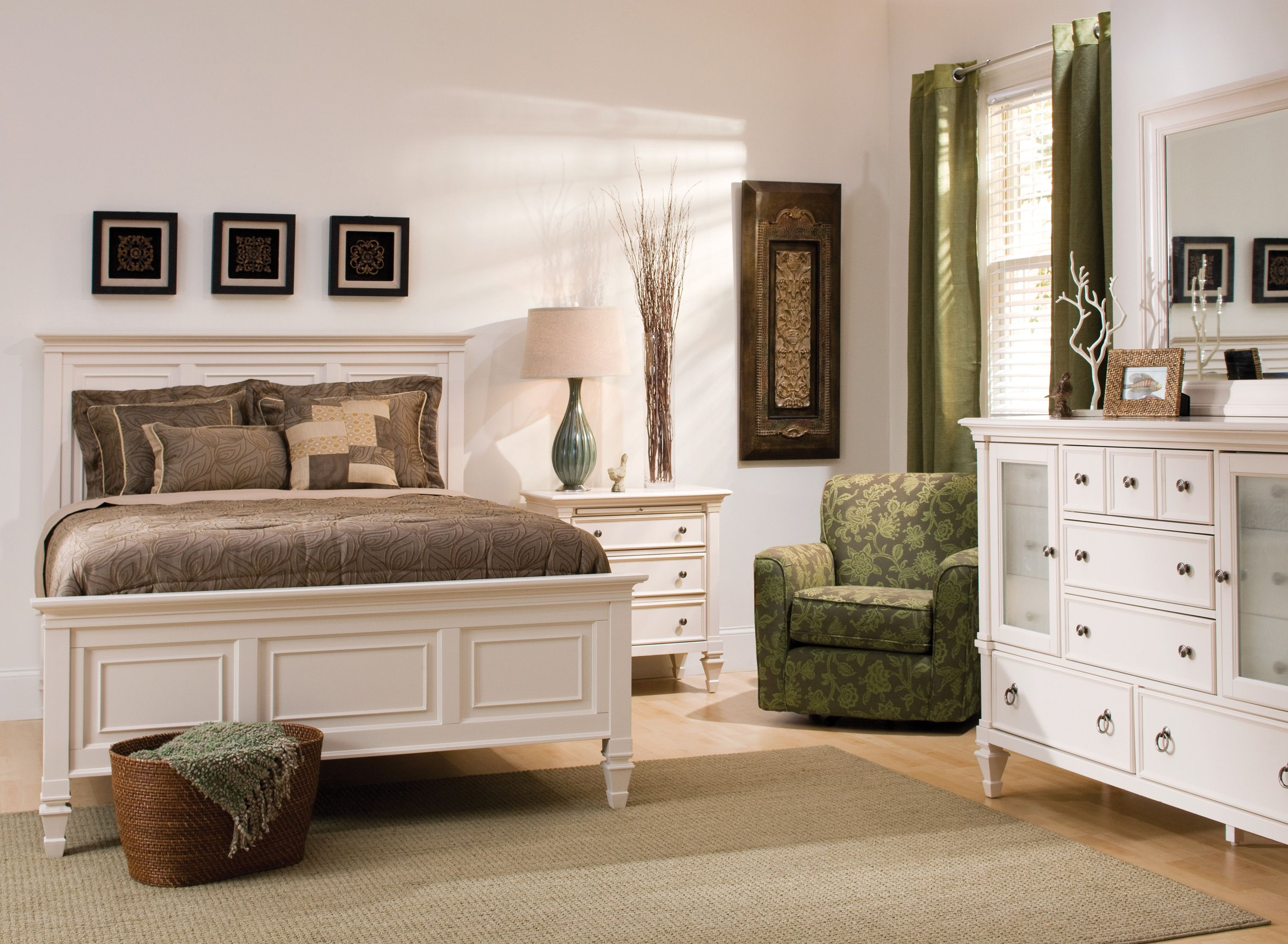This breathtaking Somerset 4 piece queen bedroom set in alabaster