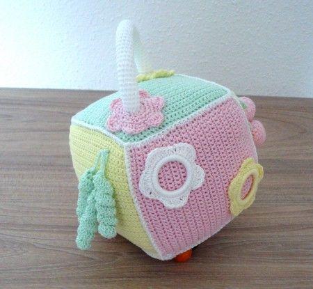 Réalisez avec Mamigaby ce jouet d'éveil au crochet avec les fils Natura Just Cotton DMC