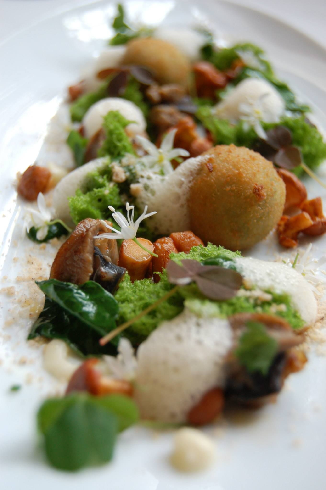 Auberge Du Jeu De Paume Restaurant La Table Du Conn Table  # Table Tel En Boi Simple