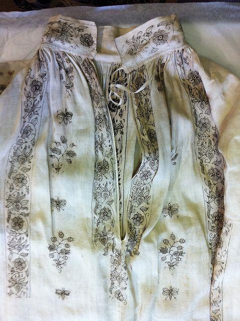 Blackworked shirt | Embroidery | Pinterest | Kleidung, Stickerei und ...