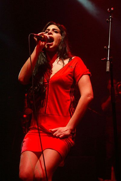 Amy Winehouse, May 3, 2004, in concert