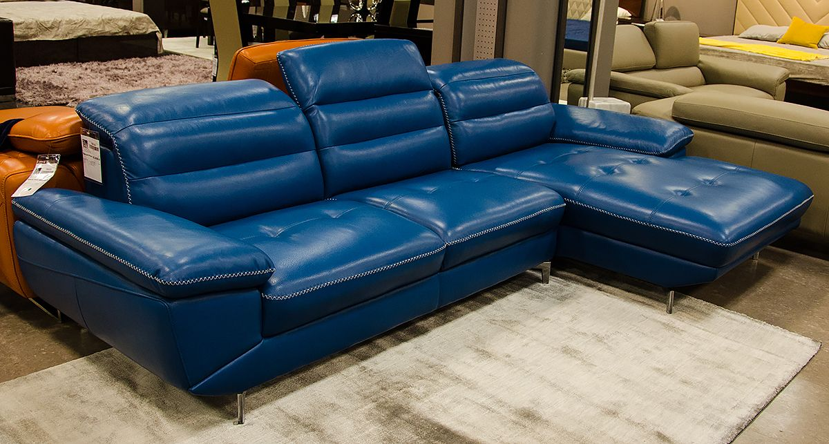 The Divani Casa Hobart Sectional Sofa Comes In A Mesmerizing Shade Of Blue Full Genuine Leather And White St Best Leather Sofa Modern Leather Sofa Leather Sofa