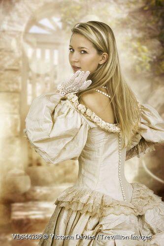 Trevillion Images - Blonde-Woman-In-Bridal-Dress  Vestido -7345