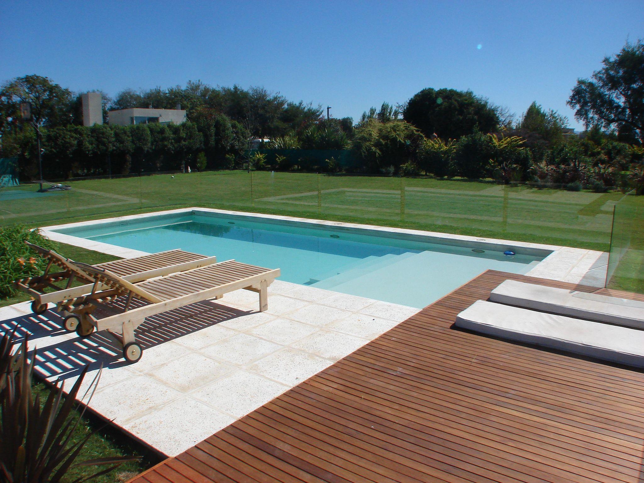 piscina familiar solarium explanada de losetas