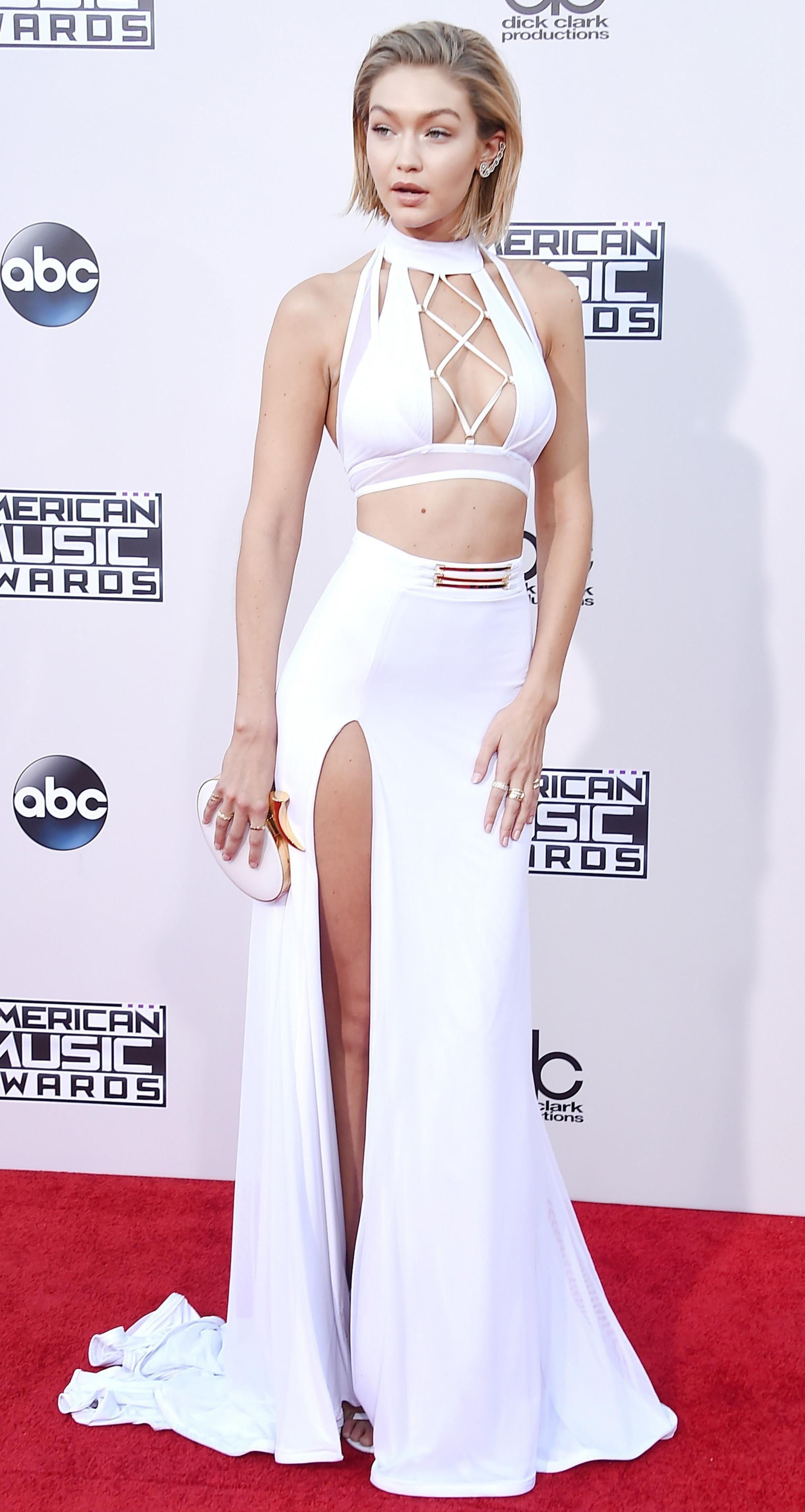2015 Ama Fashion Was Black White And Sparkly All Over Fashion Gigi Hadid Hadid Style [ 3754 x 2000 Pixel ]
