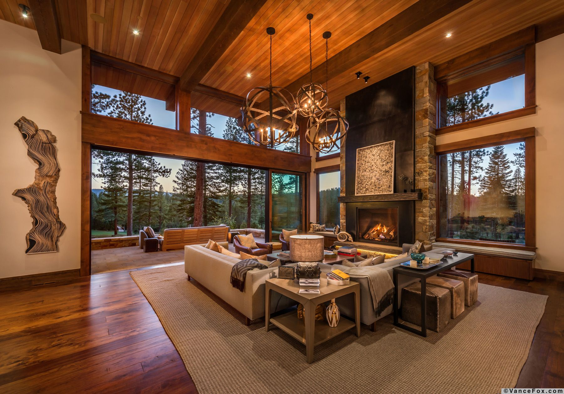 Warm modernism best describes this mountain retreat