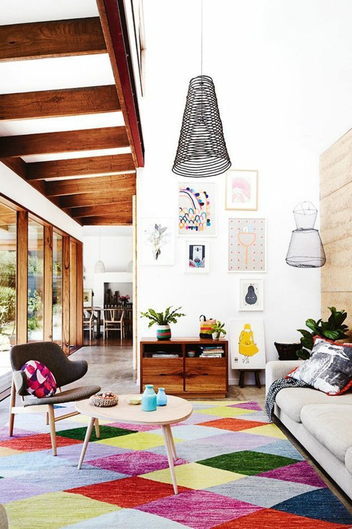 billige wohnzimmer deko idee und bunter teppich für das ...