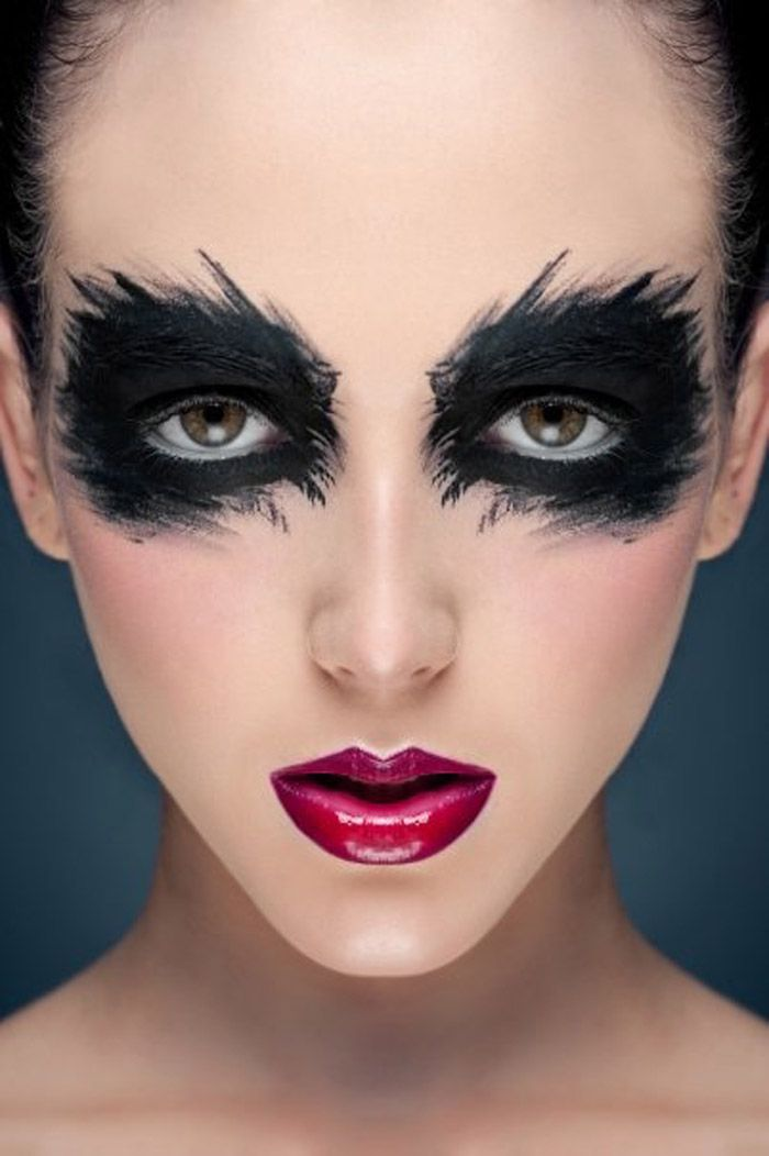 Steps To Apply Dark Eye Makeup For Your Reference Dramatic Dark