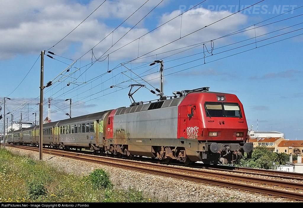 RailPictures.Net Photo: CP 5620 CP Portugal Siemens CP 5600 series at Lisboa, Braço de Prata, Portugal by Antonio J Pombo
