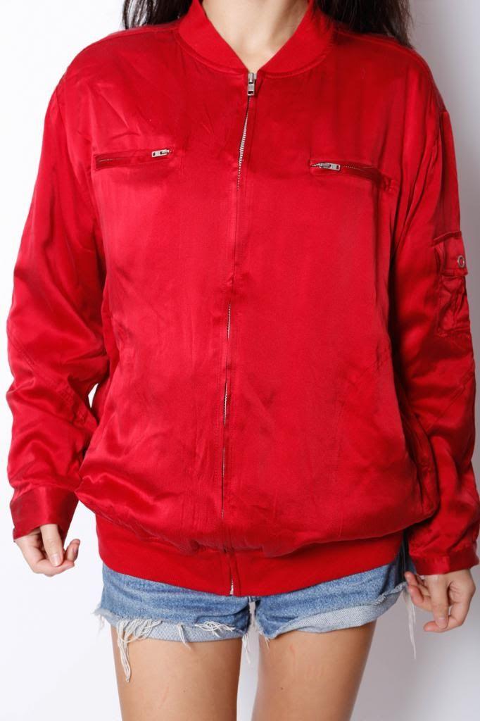Silk Bomber Jacket. | ezzentric topz | #VintageJacket #Silkjacket #Aviator #Pilot #BoyfirendJacket #OversizedJacket #Bomberjacket | View more: www.ezzentrictopz.com