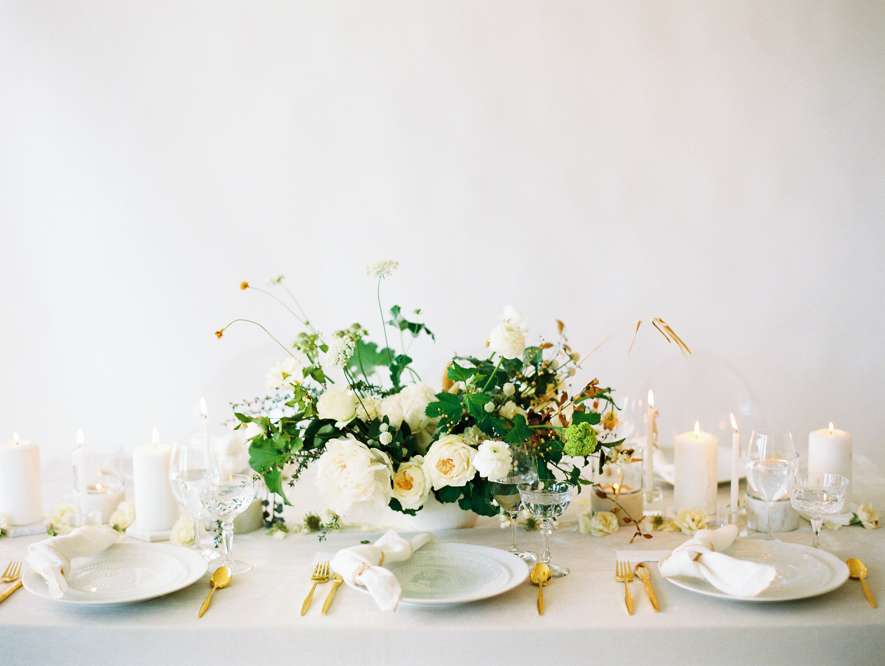 La Tavola Fine Linen Rental: Velvet Oatmeal | Photography: Natalie Bray Studios, Floral Design: Native Poppy, Tabletop: Hostess Haven, Paper Goods: Shasta Bell Calligraphy