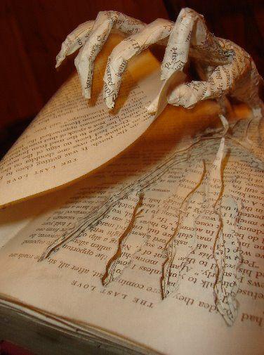 Wow Book Art Book Art Diy Halloween Livre Et