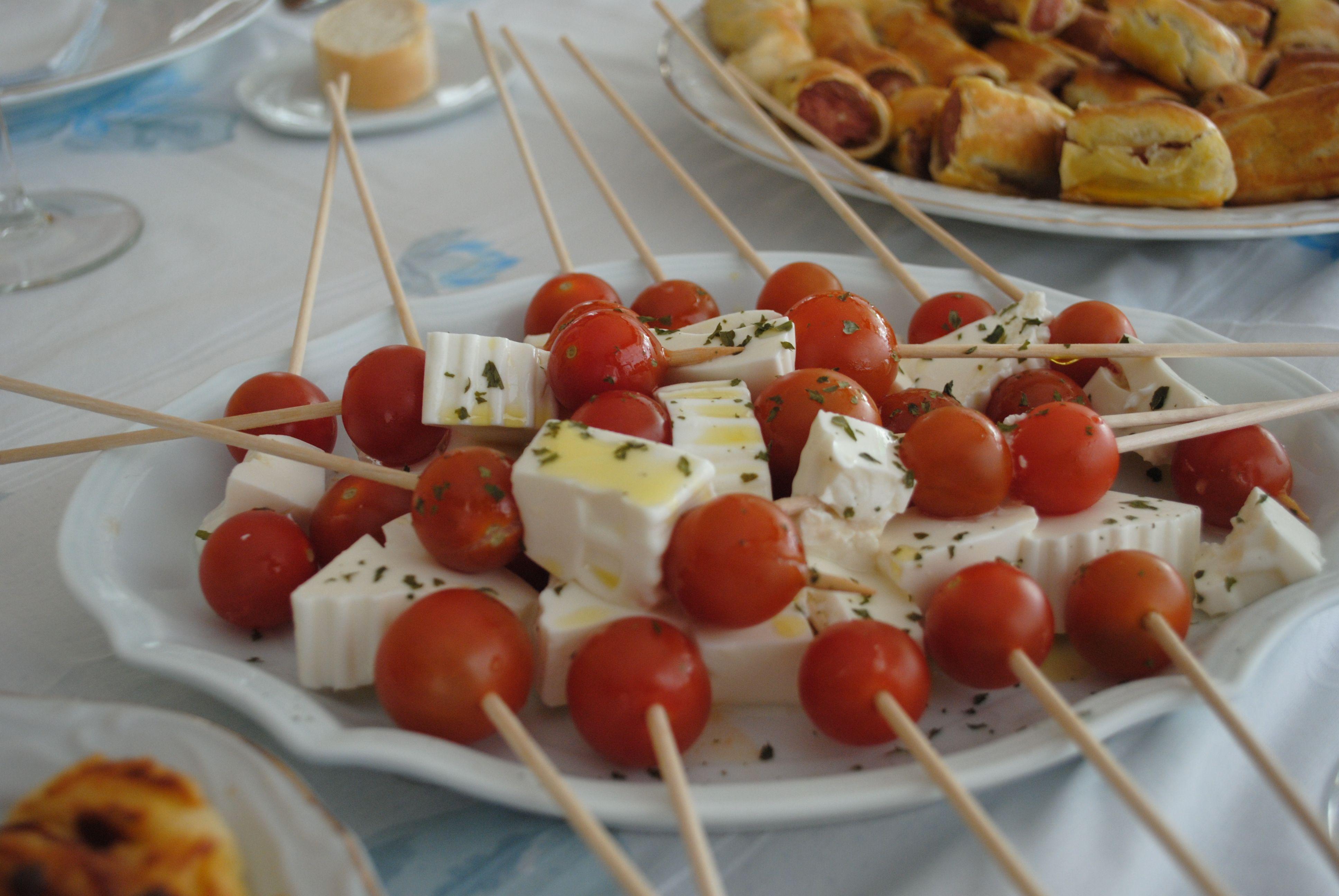 Pincho Moruno De Queso Fresco Y Tomate Cherry Alinado Con Aceite De Oliva Virgen Extra Y Un Toque De Oregano Aperitivos Salados Pinchos Morunos Tomates Cherry