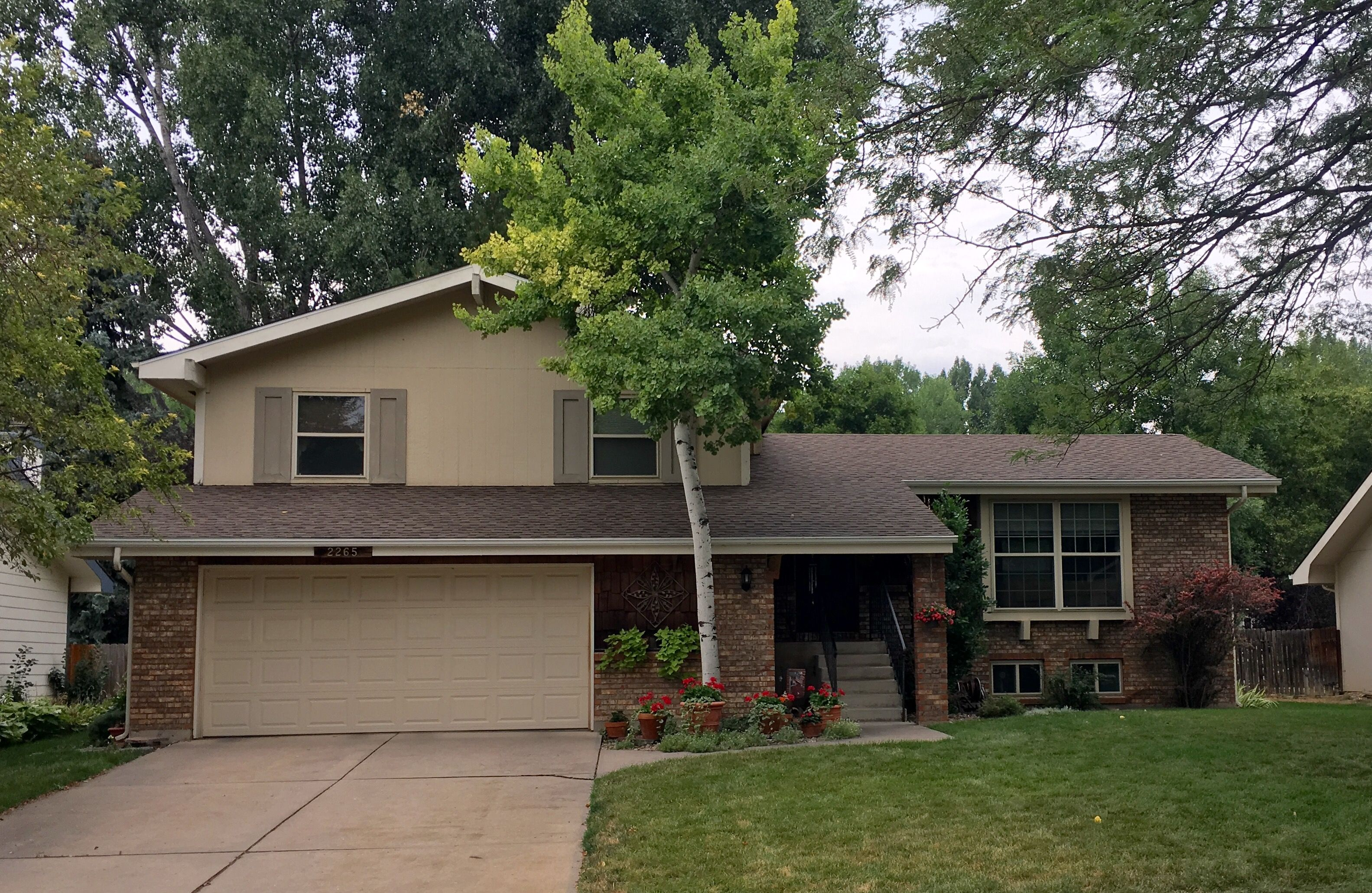 This Home In Fort Collins Has Barkwood Shingles On The Roof From The Gaf Timberline Hd Line Of Shingles Residential Roofing Brick Roof Timberline Shingles