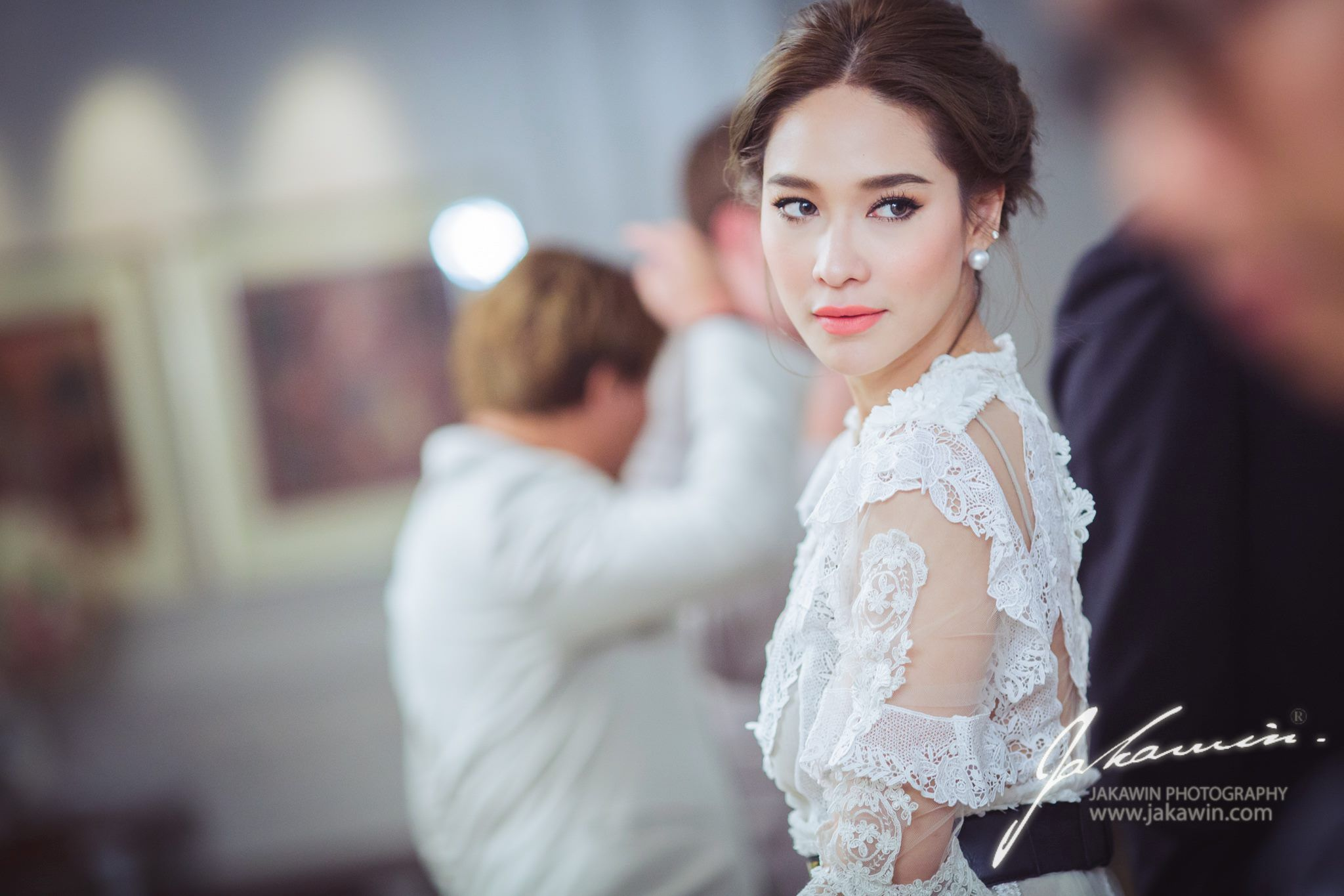 ploy chermarn thai actress make up and hair style