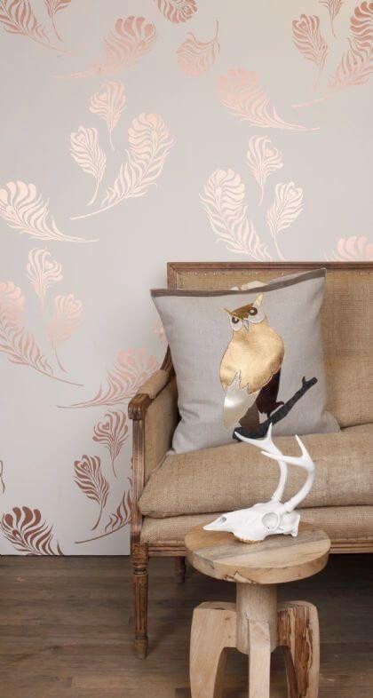 Wallpaper trends 2016 19 stunning examples of metallic for Gold bedroom wallpaper