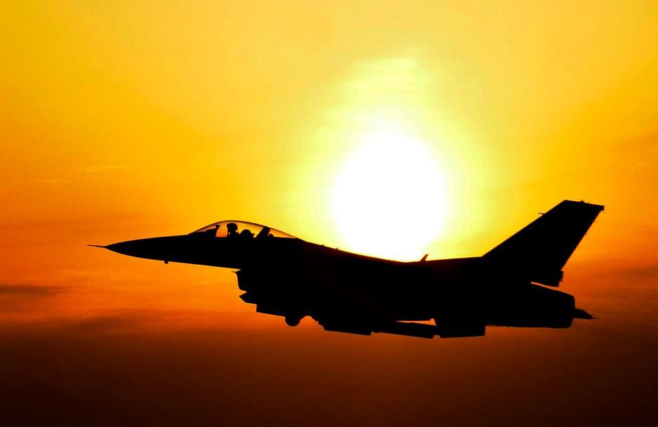 A Silhouette Of One Of My Favourite Military Planes The F 16 Fighting Falcon Fighter Jets Fighter Planes Aircraft
