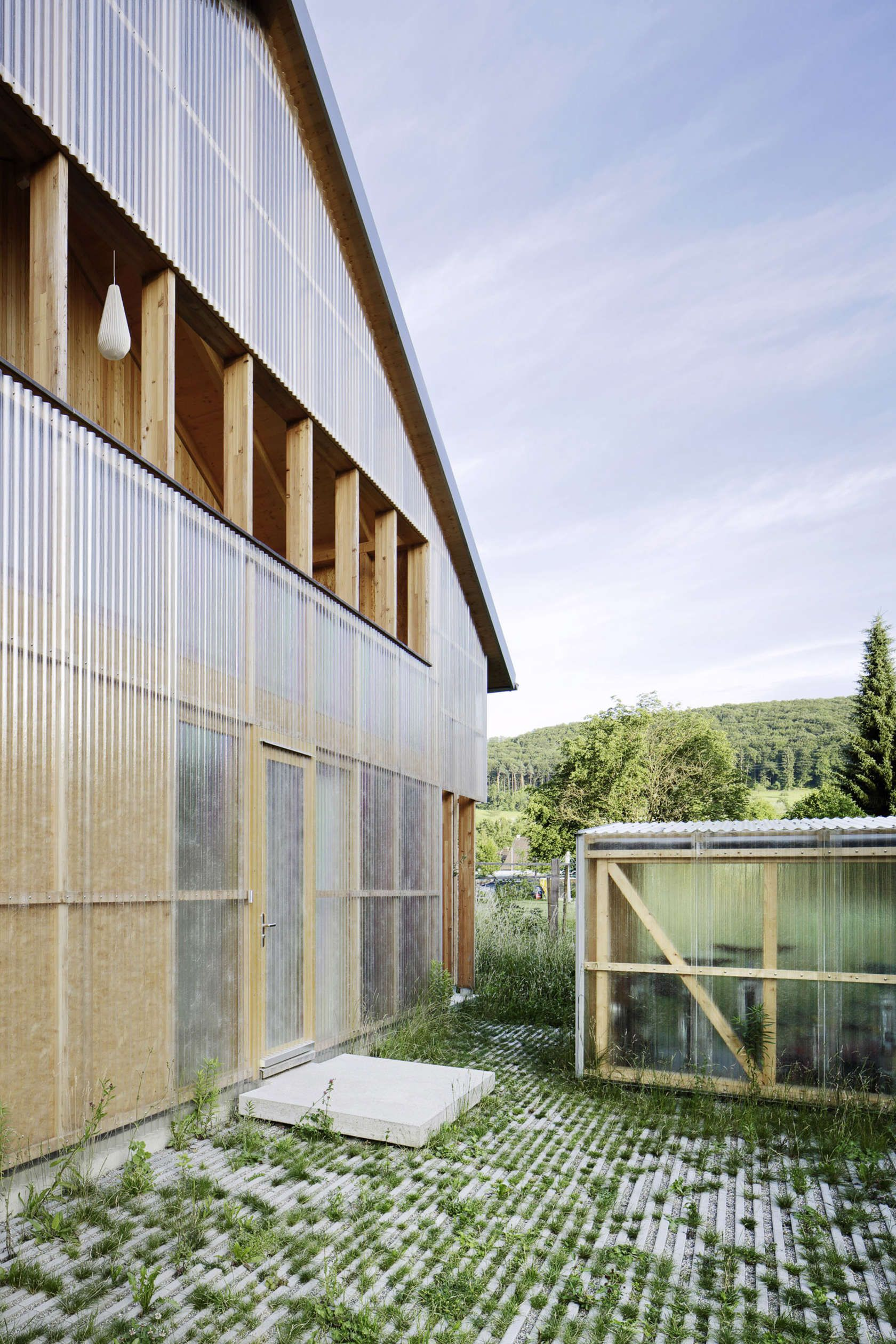 Polycarbonate And Timber Occupy Opposite Ends Of The Material Spectrum Their Playful Relationship I Architect House Facade Architecture Architecture