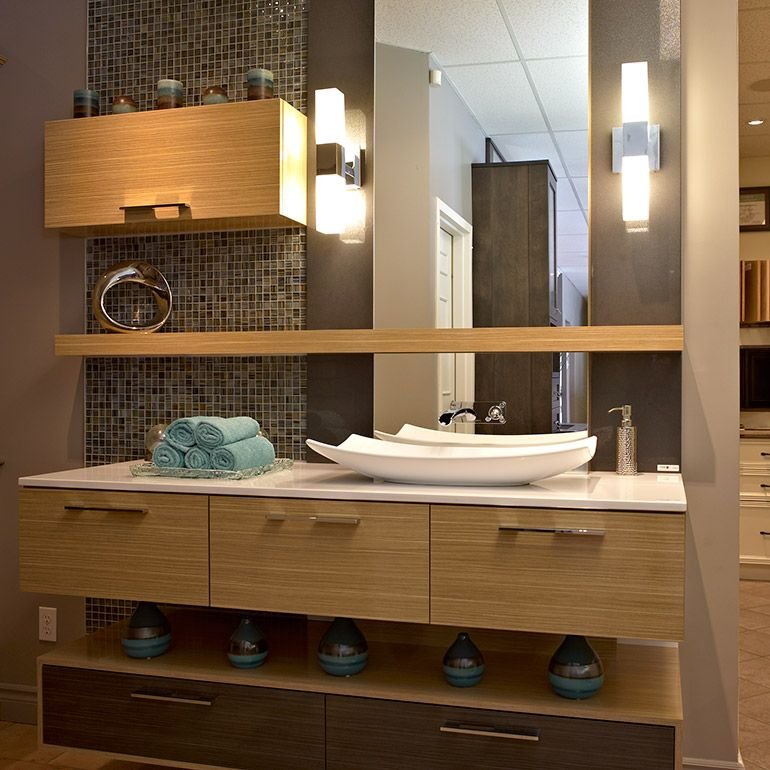 Salle De Bain Urbaine Avec Armoires En Melamine Et Comptoir De Quartz Bathroom Vanity Bathroom Vanity
