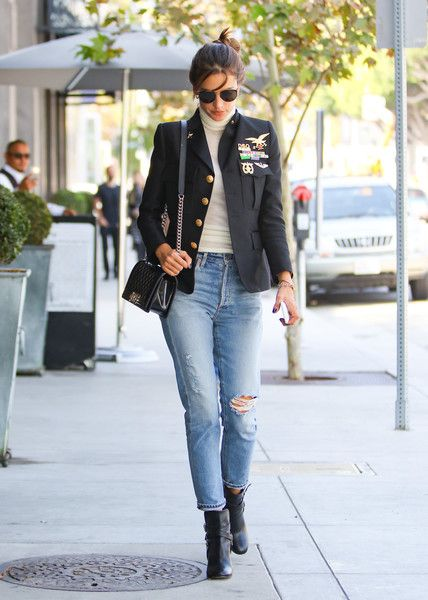 Alessandra Ambrosio Quilted Leather Bag - Alessandra Ambrosio styled her look with a quilted leather bag by Chanel.