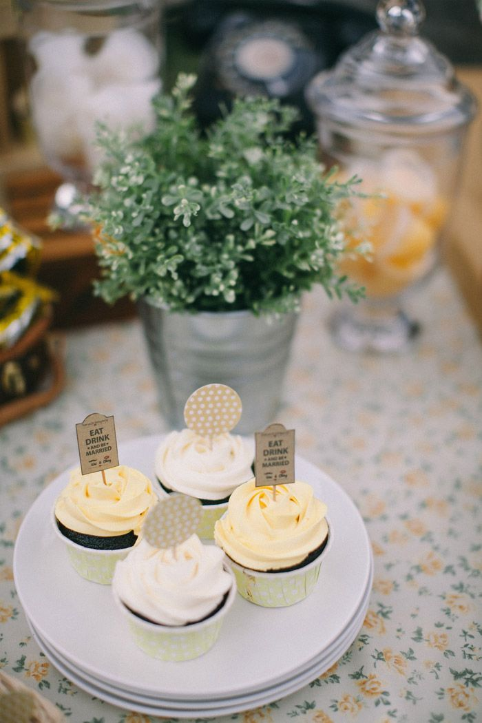 A yellow country vintage wedding at lotta caf muar yellow themed yellow themed wedding photo by memoir click studio event styling by yean theweddingnotebook junglespirit Images