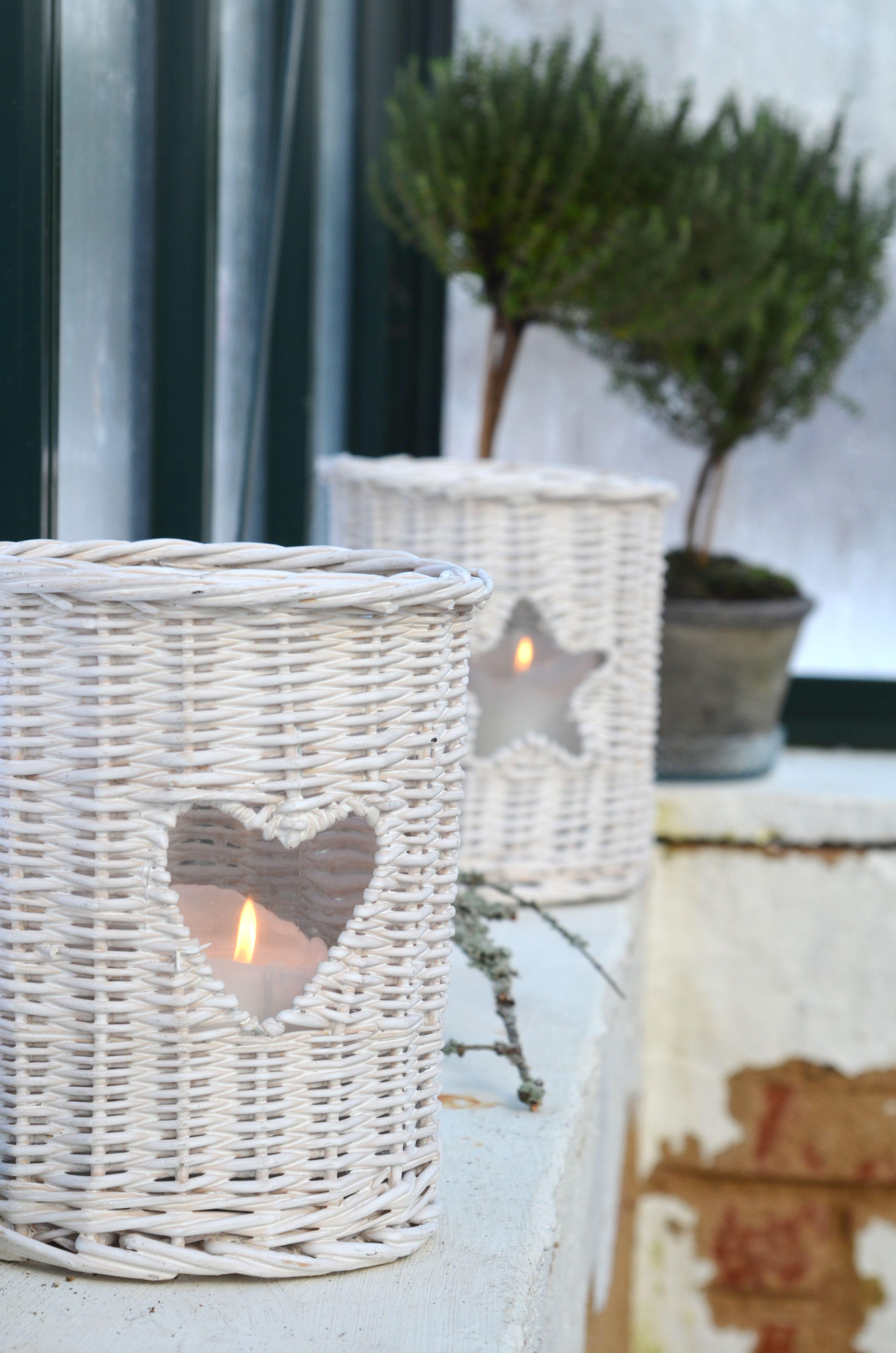 Nydelige lykter i flettet kurv med stjerner og hjerter! www.buadekor.no