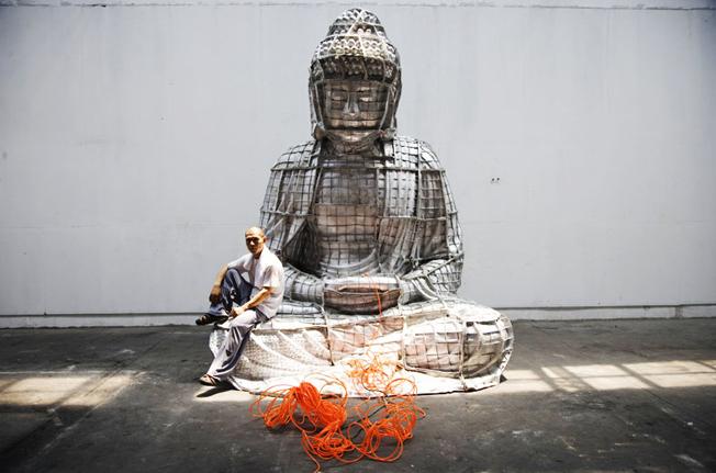 """Résultat de recherche d'images pour """"Bouddha de Miami 'artiste chinois Zhang Huan"""""""