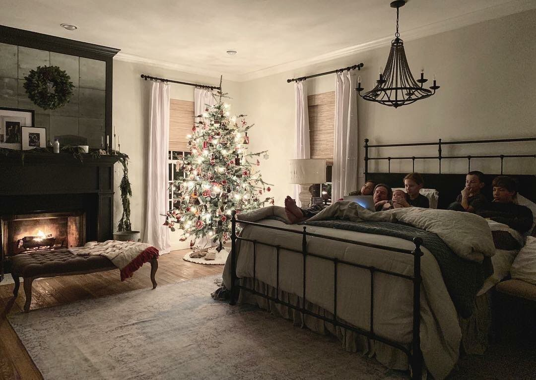 Joanna gaines on in 2019 magnolia joanna gaines family joanna gaines house chip jo - Magnolia bedding joanna gaines ...