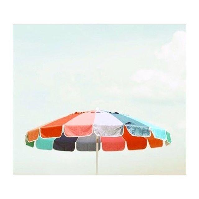"40 gilla-markeringar, 2 kommentarer - Lou in Love (@lou.in.love) på Instagram: ""These colours in the sunshine - so pretty in the sky. 💛💚💜"""