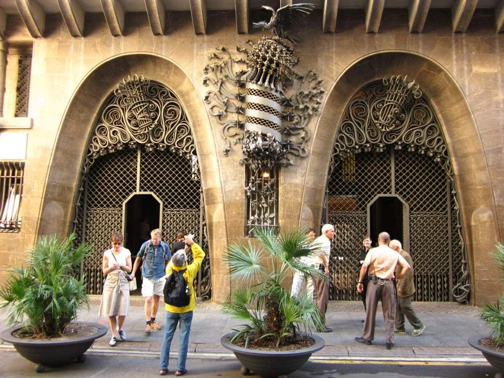 In Palau Güell, Gaudí combined the typical square structure of Catalan medieval palazzos and exquisite wooden coffered ceilings with innovations such as the parabolic arch, which became a hallmark of his work.