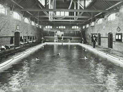 Hackney Downs School Swimming Baths View Of The Indoor Swimming Baths With Children In The Pool
