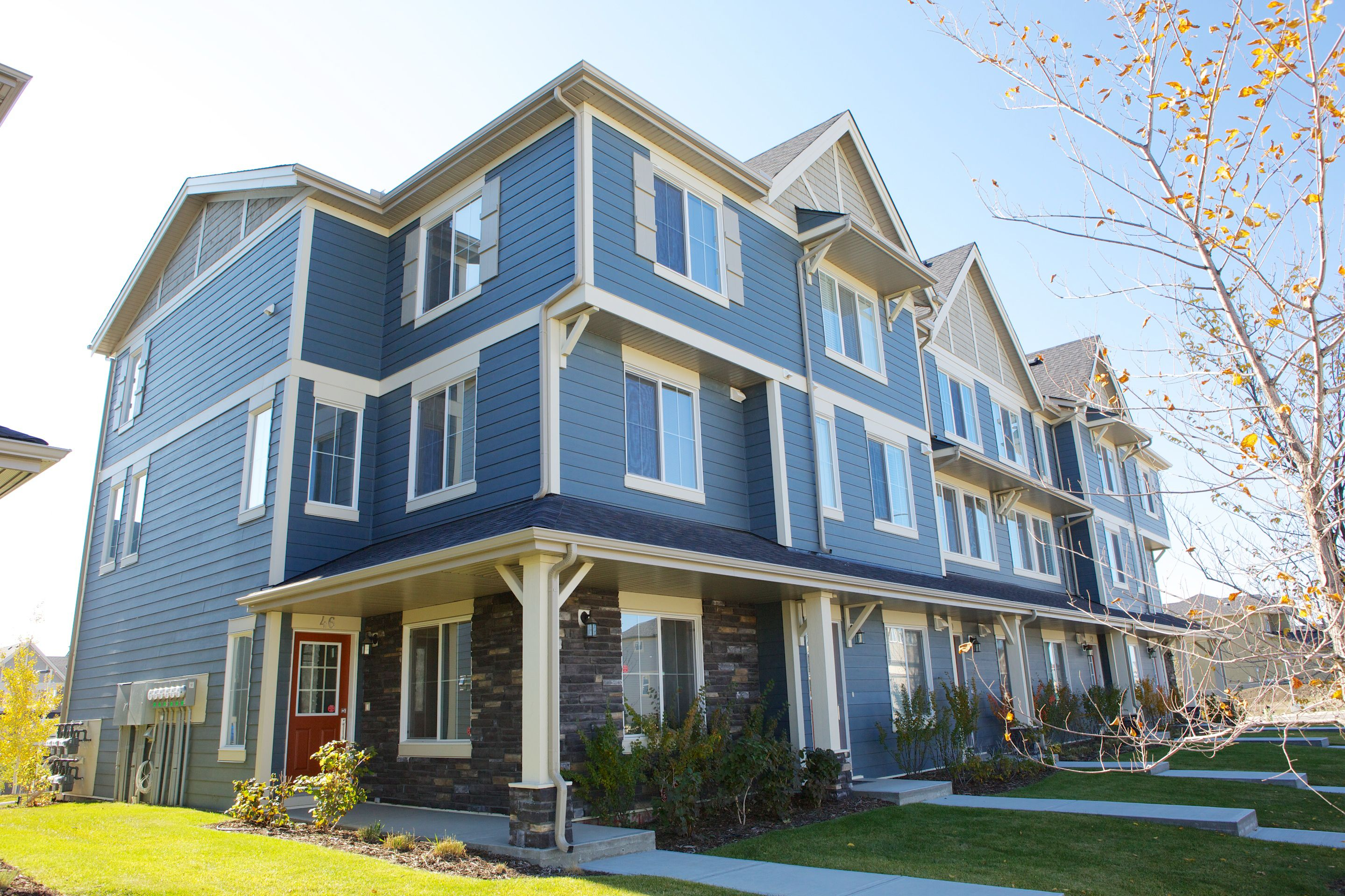 Prospect Ridge Evansview By Avi Urban New Nw Calgary Townhomes Craftsman Exterior With James Hardie Siding Doub Townhouse Craftsman Exterior Condos For Sale