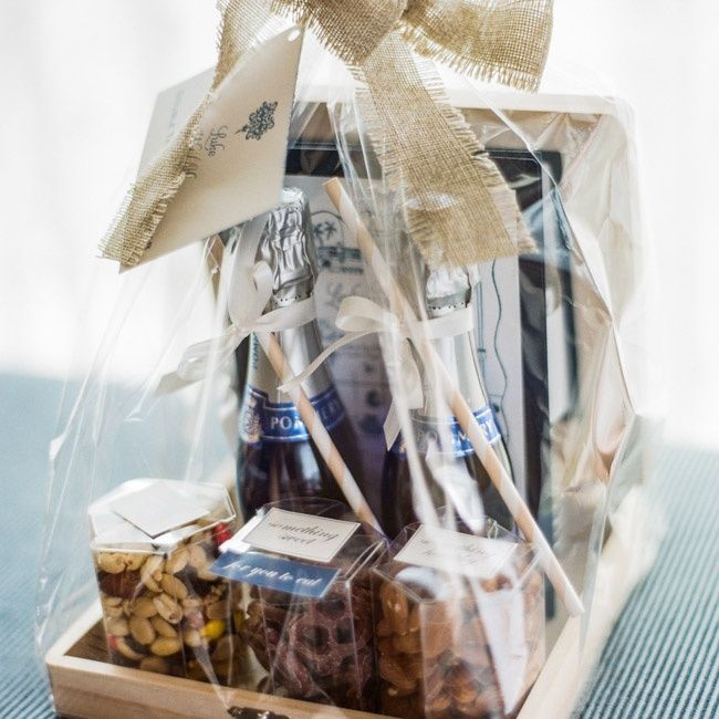 Champagne welcome basket | Photographer: Amy & Stuart | Mindy Weiss ...