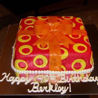 Present cake with off center circle design | No bake cake ...