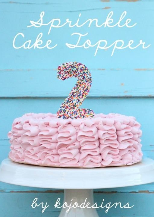 Topper hecho con confettis de azúcar :: Cake topper made with sprinkles