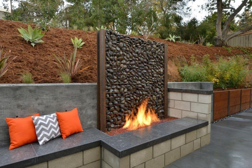 Contemporary patio with raised beds custom gabion for Par a vent exterieur