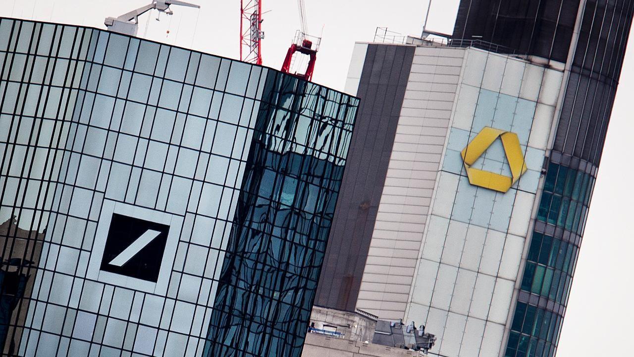 Deutsche Bank Mitarbeiter Lehnen Bei Umfrage Fusion Mit Commerzbank Klar Ab Vorruhestand Umfrage Finanztipps