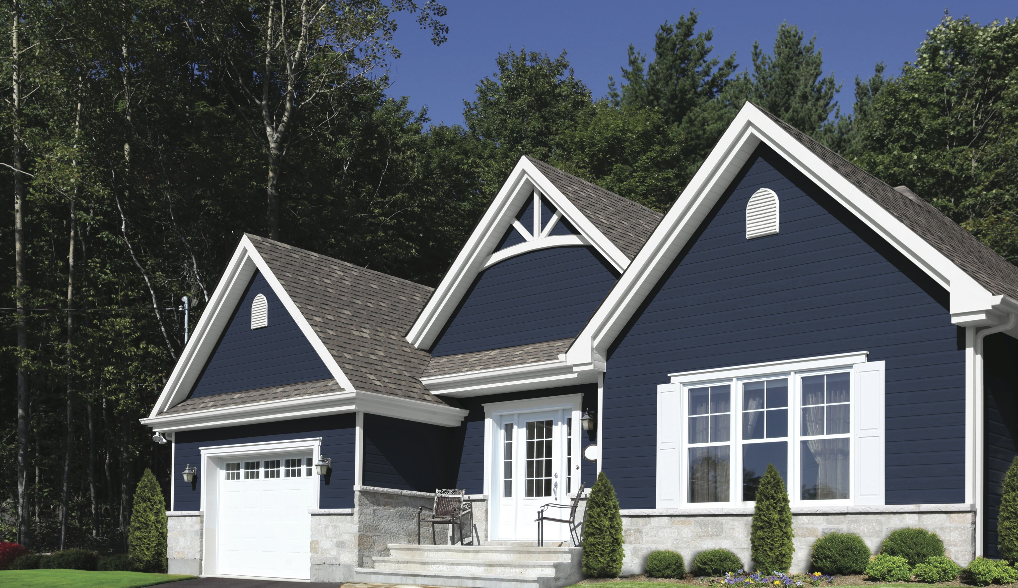 Us splash in 2019 curb appeal house paint exterior - White house with blue trim ...