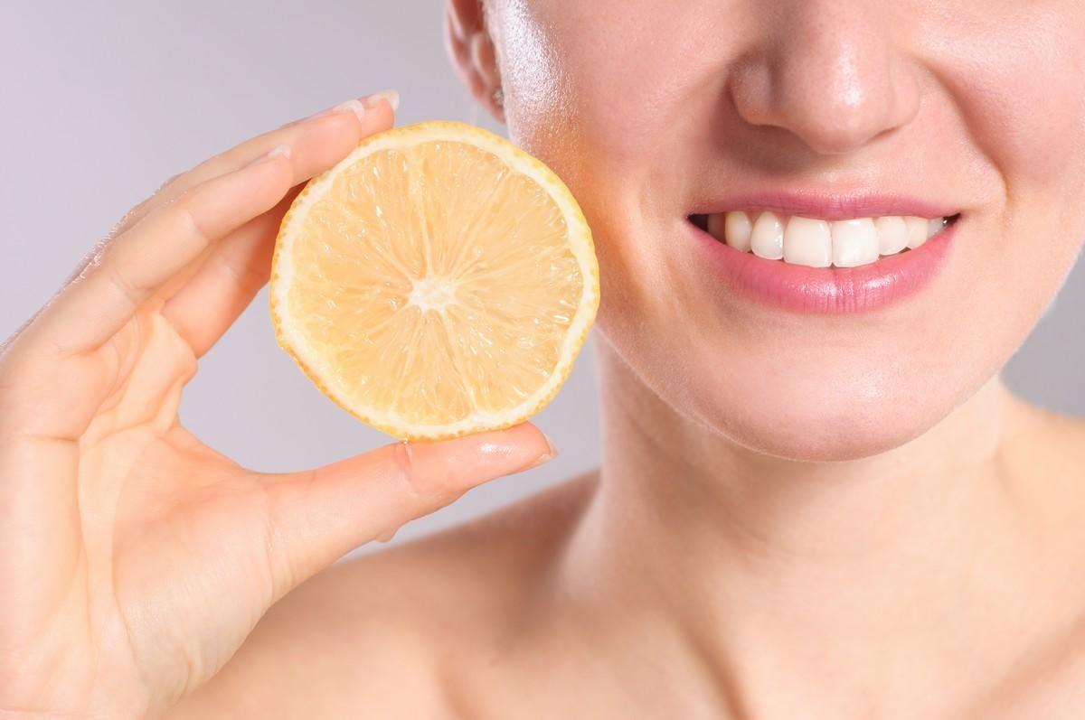 Dents 8 Remedes Naturels A Eviter Soin Dentaire Remedes Naturels Bicarbonate Dents