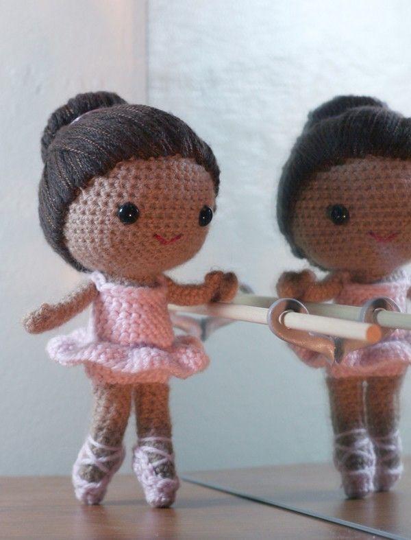 Bailarinas • Círculo S/A   Bonecas de crochê, Padrão de boneca de ...   787x600