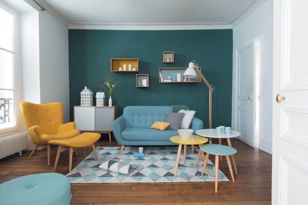 Salon scandinave aux teintes pastel givrées et avec un air 50\u0027s par