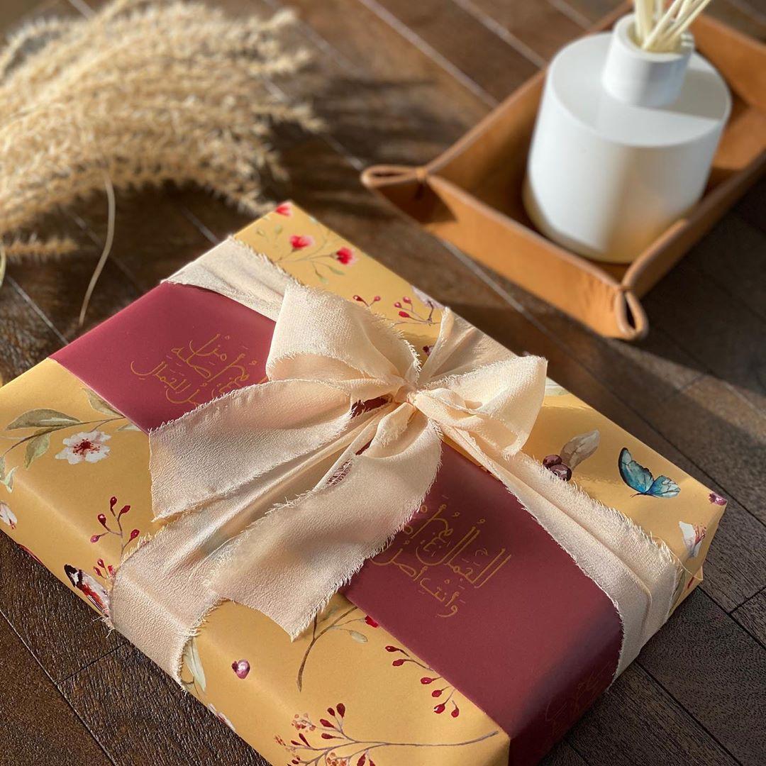 ق رطاس ي ــــة ر و انـــــ On Instagram الج مال ينب ع م ن أصل ه و أنت أصل الج م ال لك ل أم وزوجة وابنة وامرأة Diy Gift Gift Wrapping Gifts