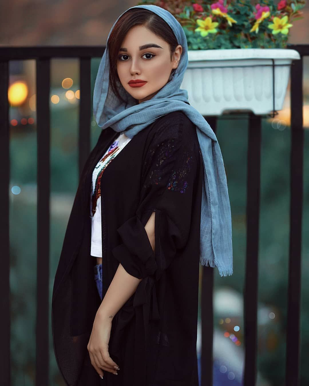 Image May Contain One Or More People And People Standing Iranian Women Fashion Urban Fashion Photography Iranian Girl