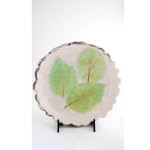 Ciotola in ceramica raku bianca con foglie verdi/ di VvArtCo